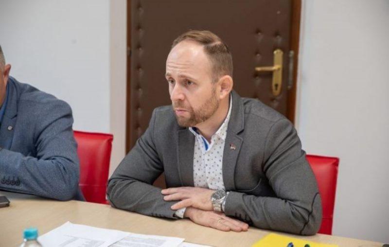 Marko Aćić, loš tumač statuta DNS