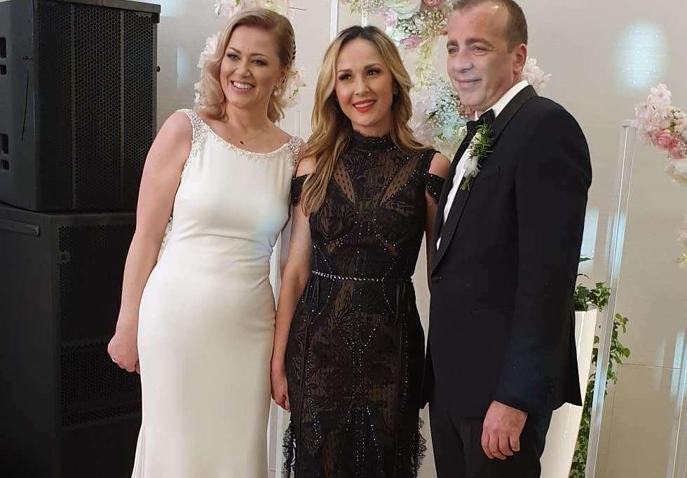 Pjevačica Aleksandra Radović na svadbi bračnog para Milinović