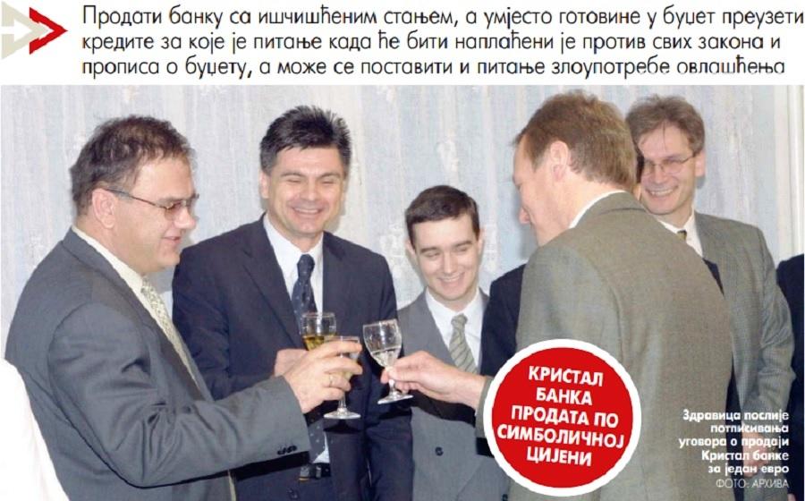 Tadašnji premijer Mladen Ivanić potpisao je saglasnost za prodaju državnog kapitala Kristal banke